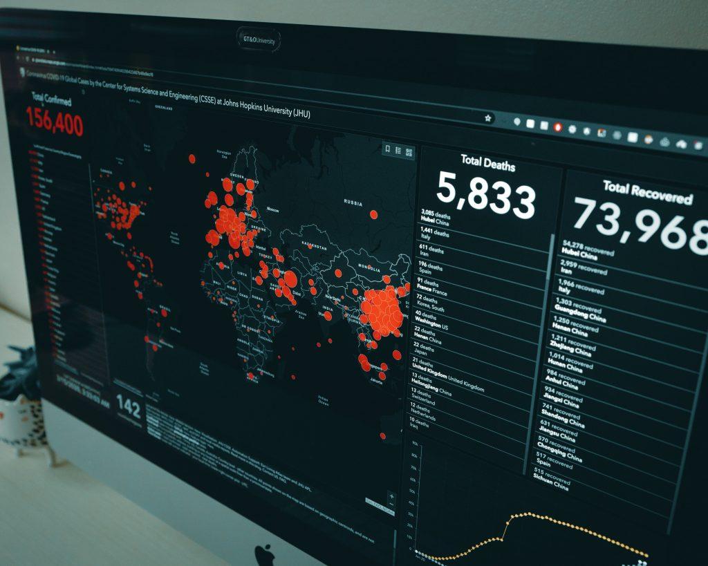 Mapa em tempo real acompanhando a pandemia do coronavírus